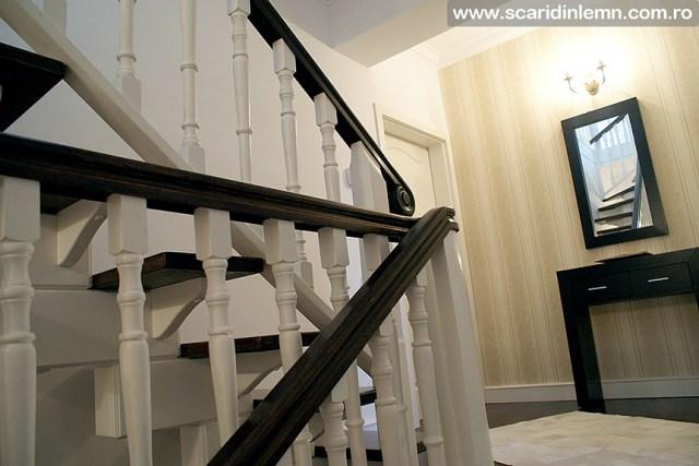 cere pret scara interioara de lemn masiv placare trepte de lemn cu mana curenta curbare lemn vang modular