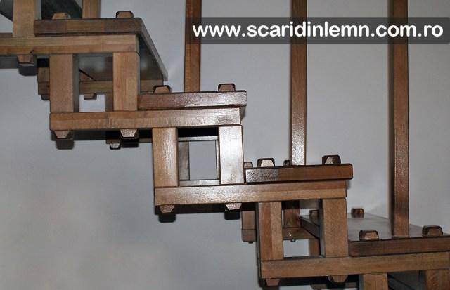 scari din lemn masiv cu elemente modulare
