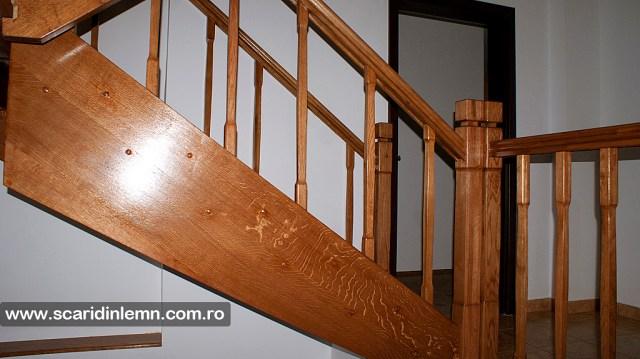 scari din lemn casa scarii balustrada lemn balustrii de lemn pe vanguri inchise design