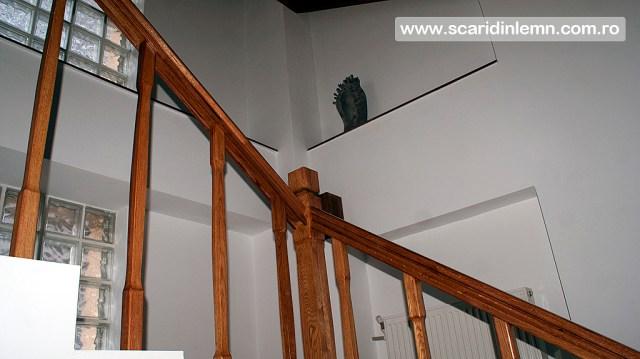 scara interioara din lemn multi etaj casa scarii balustrada lemn balustrii, pe vanguri inchise preturi
