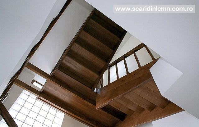 scara interioara din lemn multi etaj balustrada de lemn balustrii, pe vanguri inchise preturi