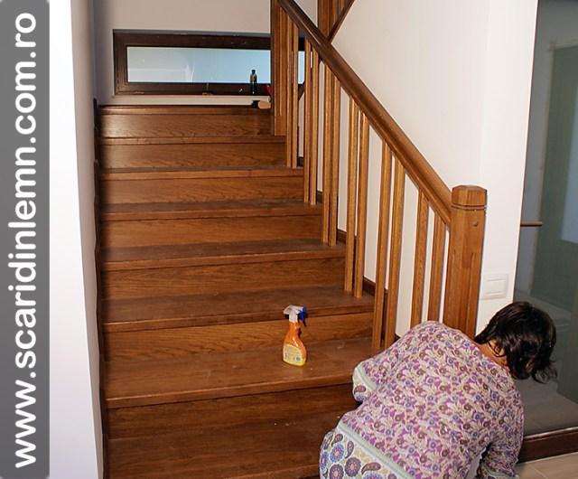 montaj scara interioara din lemn masiv cu trepte de lemn