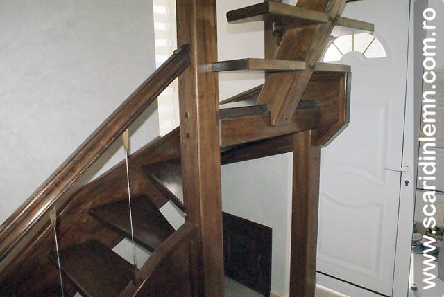 Scari de lemn masiv  combinata, trepte in evantai, drepte, cu pas conditionat, economica