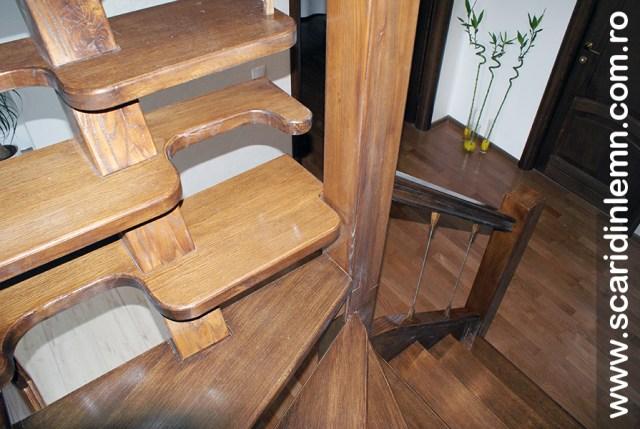 Scara din lemn masiv  combinata, trepte in evantai, drepte, cu pas conditionat, economica