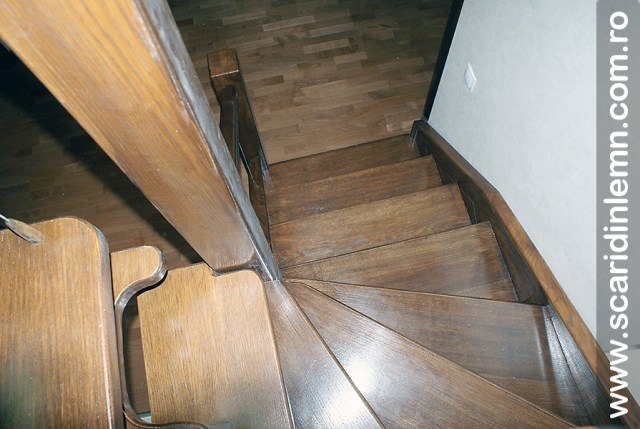 Scara interioara din lemn masiv  combinata, trepte in evantai, drepte, cu pas conditionat, economica, pentru orice spatiu