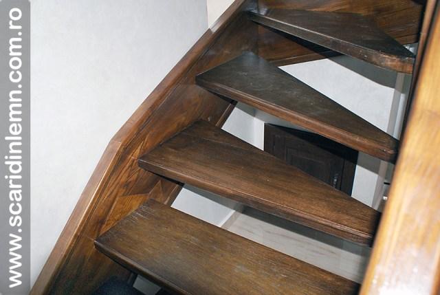 Scara interioara de lemn masiv  combinata, trepte in evantai, drepte, cu pas conditionat, economica