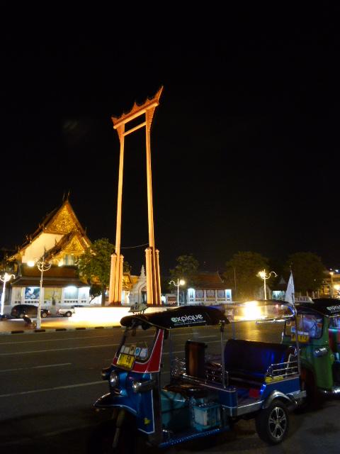 The Giant Swing and Expique tuk tuks