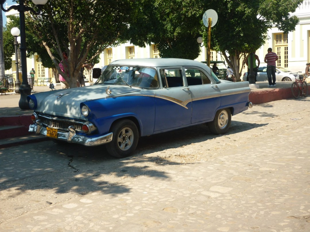 vintage cars; best time to visit Cuba