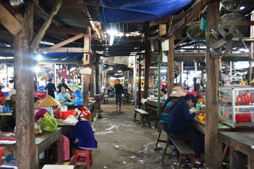 Lak Lake market