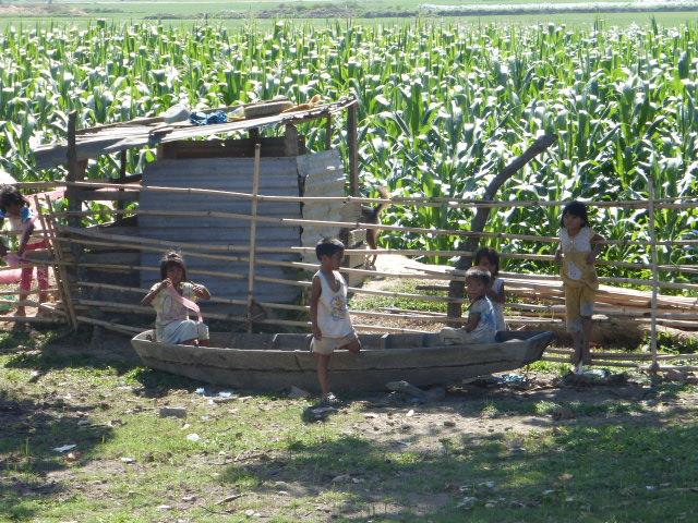 Lak Lake children