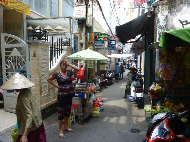 quiet down an alleyway