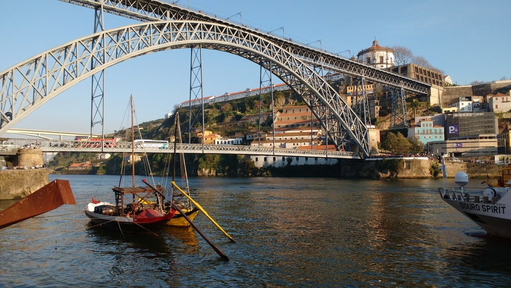 the river D'ouro - highlight of Porto