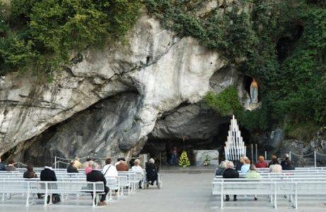 """"""" Preghiere ascoltate ed esaudite """" è ora in diretta da Lourdes !"""