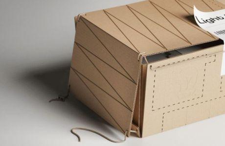 Le scatole di cartone che illuminano l'ambiente