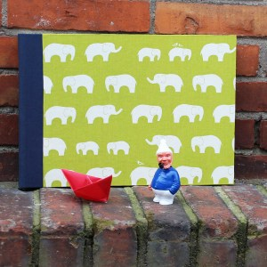 Blau grünes großes Fotoalbum mit Elefanten