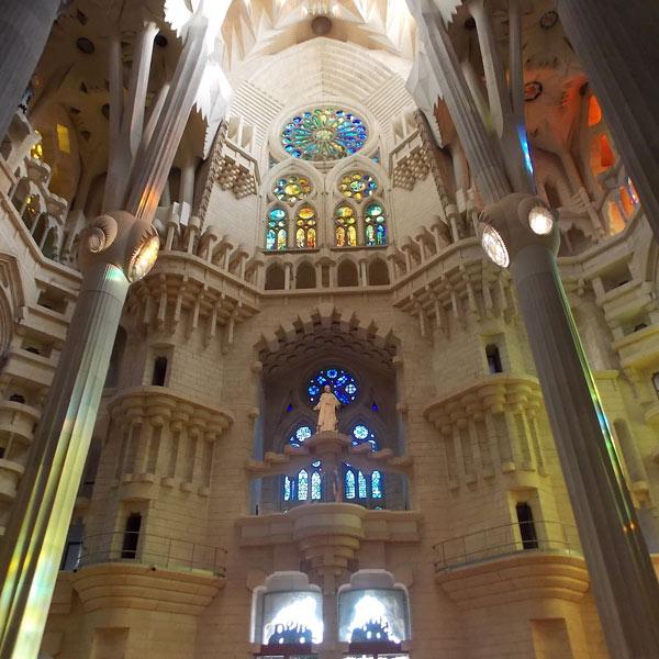 Innenraum der Sagrada Familia