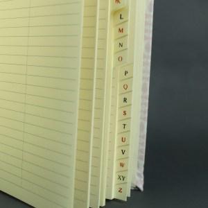 Adressbuch mit cremefarbenen Seiten