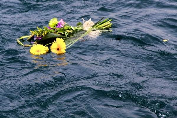 floating flowers memorial reef