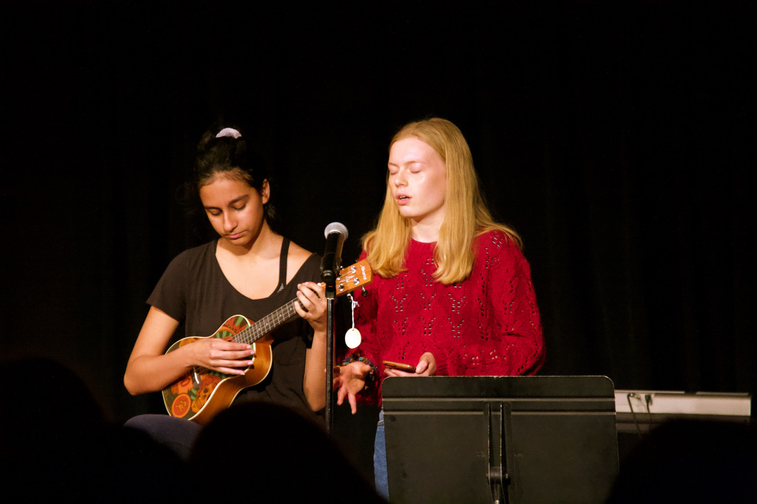 """Ukuleleist Sarina Rye, a junior, sings with and accompanies senior Héloïse Schep for their mash-up of """"Falling"""" and """"Cosmic Love"""" by Florence and the Machine. (Photo by Shimin Zhang)"""