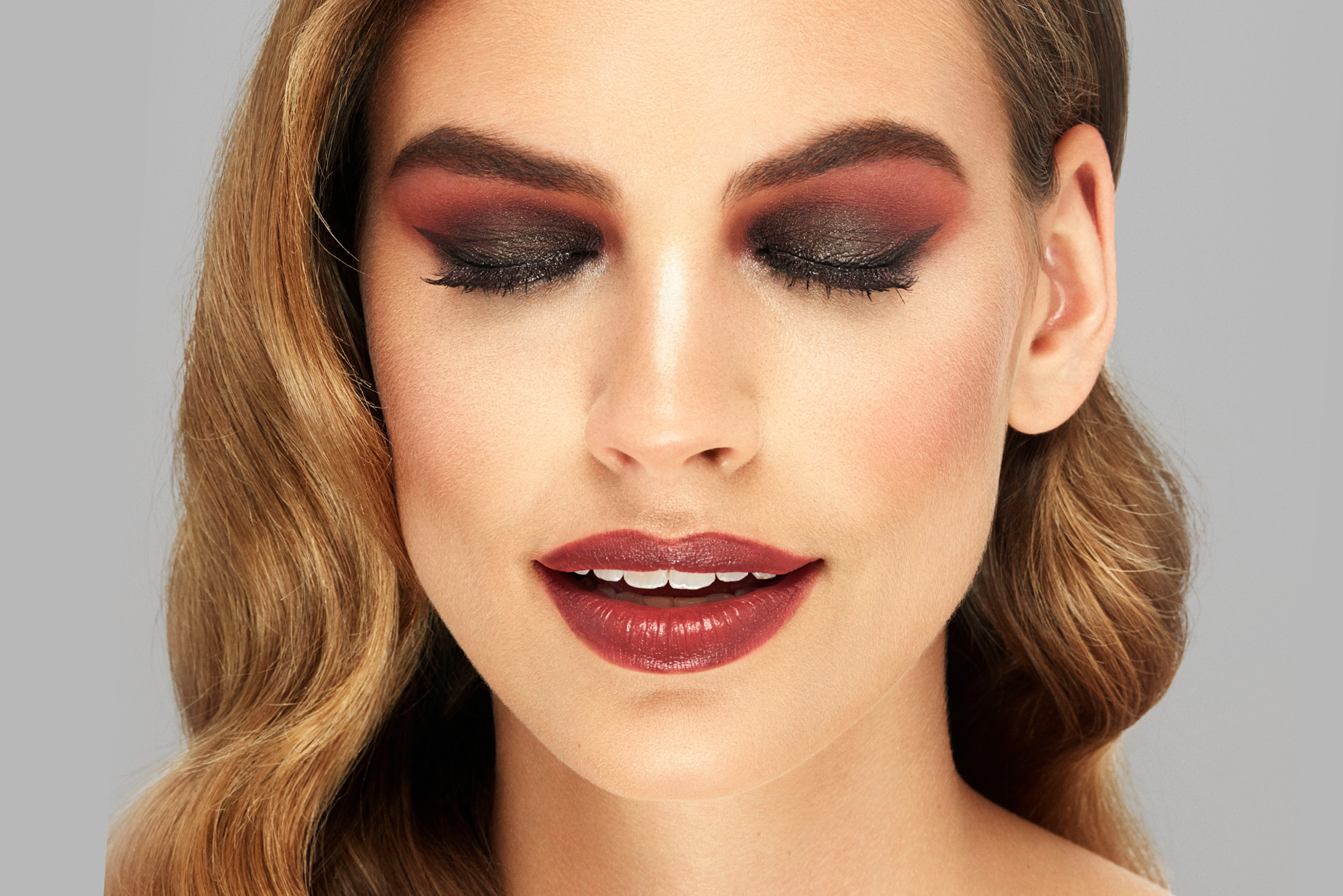 Get The Ultimate Weekend Makeup Inspiration with Deck of Scarlet