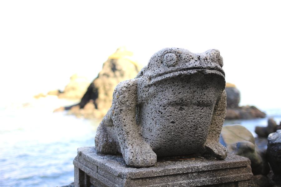 futami shrine frog