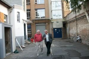 Der Kaiser und der Präsident im Gewerbehof; Links vom Bild befinden sich unsere neuen Räumlichkeiten.