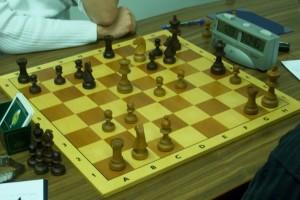 Während am ersten Brett nicht viel passsierte, wirbelten am Brett beide Parteien mit der Keule.