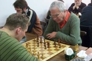 Am ersten Brett spielte Klaus Lehmann gegen Schöppe Christian; Überraschend nahm jedoch Hans-Joachim Plesse am Schnellturnier teil, der letztlich auch das Turnier gewinnen konnte. Damit bewies Hajo, dass er eine Klasse für sich ist!