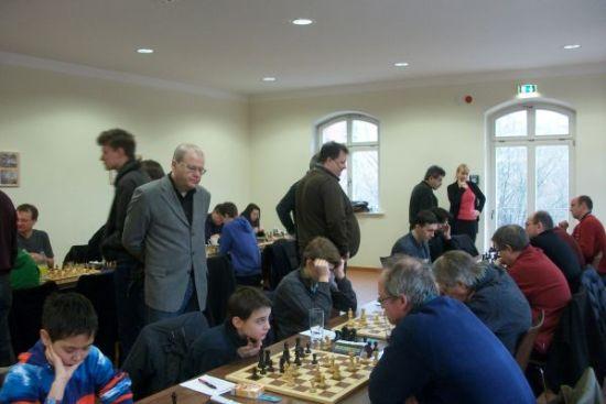 Nein, heute fand nicht ein großes Turnier statt. Die GM Robert Rabiega und Sergej Kalinitschew betreuten ihre Schützlinge