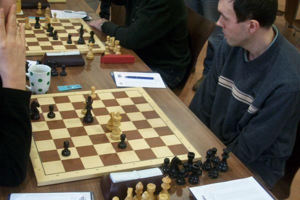 Ein vorteilhaftes, aber leider kein gewonnenes Endspiel für Schwarz.