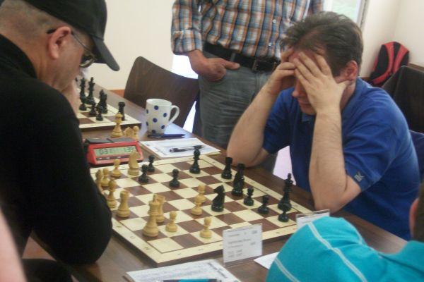 Meistert GM Sergej Kalinitschew den Sprung an die Spitze?