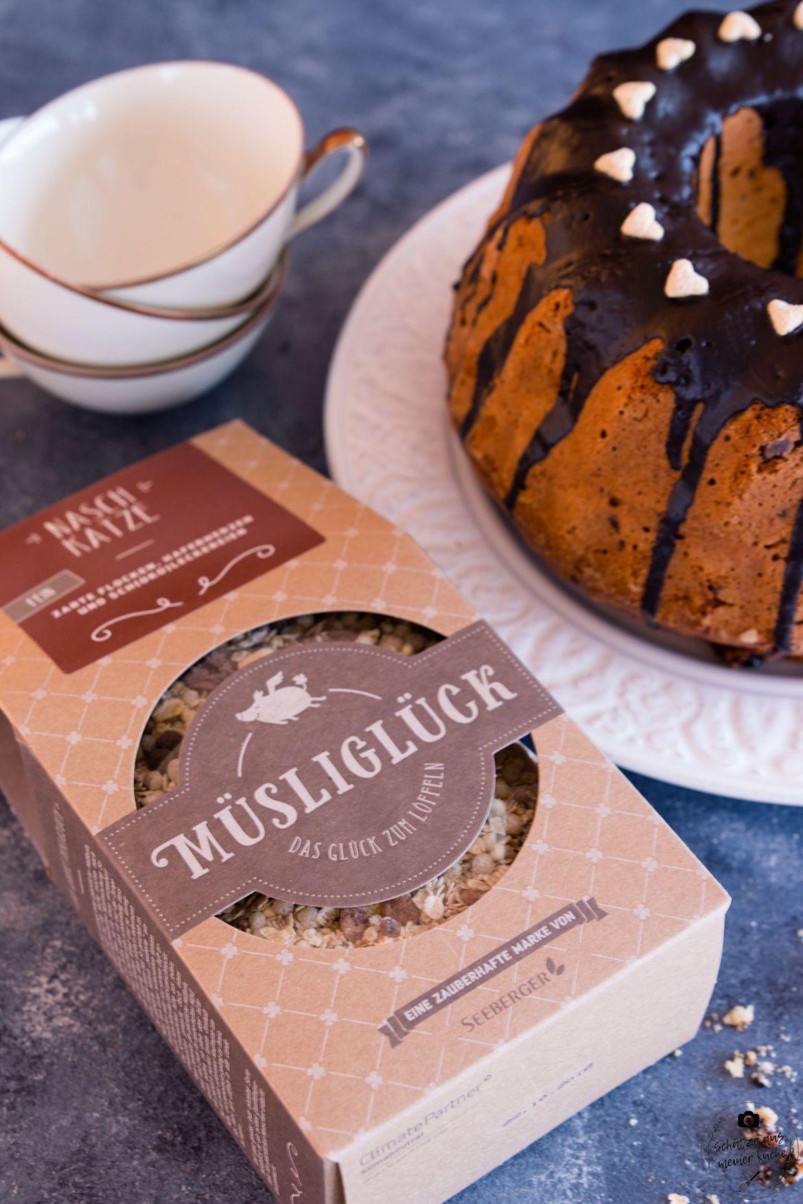Naschkatze Fluffiger Knuspermüsli-Gugelhupf mit Schokolade Müsliglück