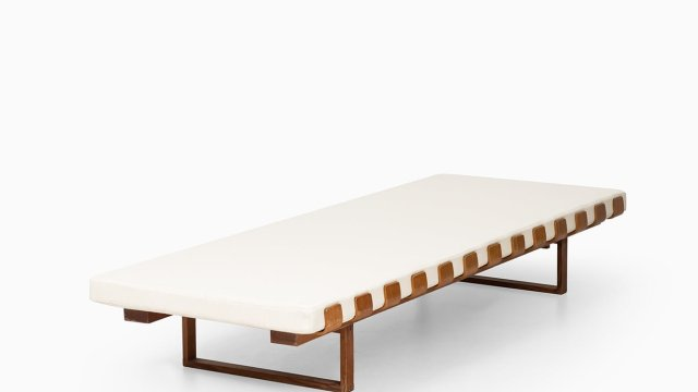 Daybed in oregon pine at Studio Schalling