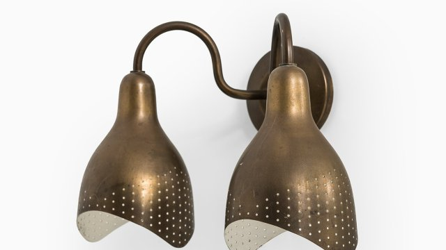 Wall lamp in brass at Studio Schalling
