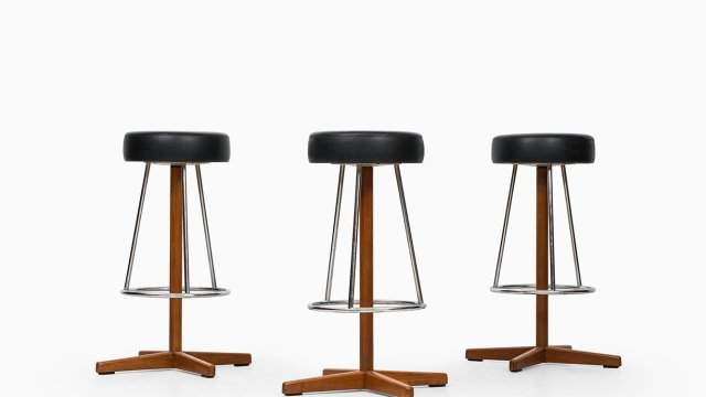 Bar stools in teak and chromed steel at Studio Schalling