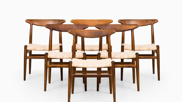 Hans Wegner dining chairs model W2 in oak at Studio Schalling
