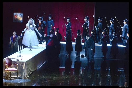 מערכה ראשונה - הדוכס מפתה את הרוזנת צ'פרנו (צילום: יוסי צבקר)