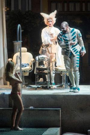 המתרחצת - מערכה II (צילום: Marcus Liberenz 2013 - מתוך הפקת האופרה הגרמנית בברלין)
