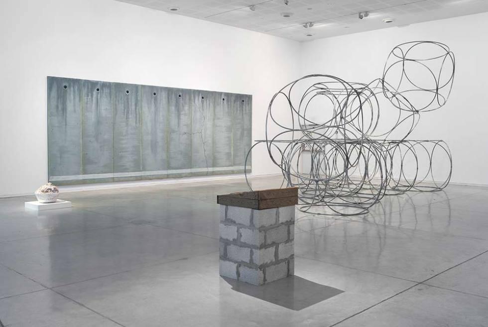 עבודות של מיכאל חלאק, יונה פרידמן, שלי פדרמן ואתי אברג'ל בתערוכת האוסף רחוק-קרוב במוזיאון תל-אביב לאמנות (צילום: אלעד שריג)