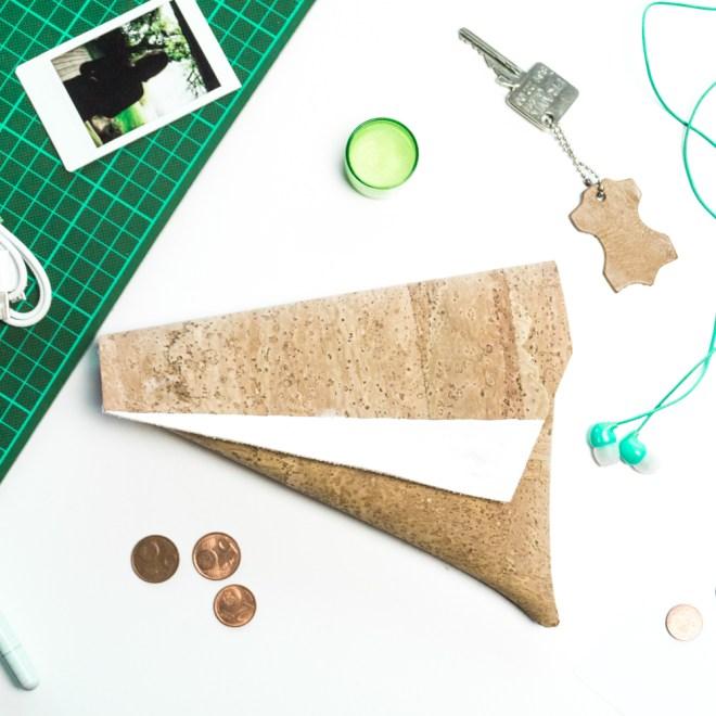 schereleimpapier DIY und Upcycling Blog aus Berlin - kreative Tutorials für Geschenke, Möbel und Deko zum Basteln - DIY Fahrradtasche selber nähen aus Kork