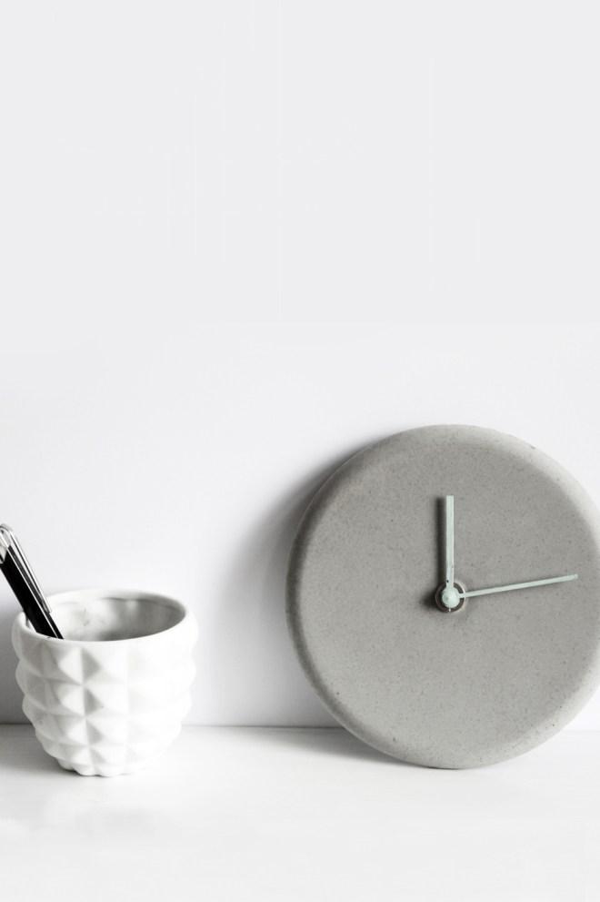 schereleimpapier DIY und Upcycling Berlin Vatertagsgeschenke selber machen DIY Uhr aus Beton