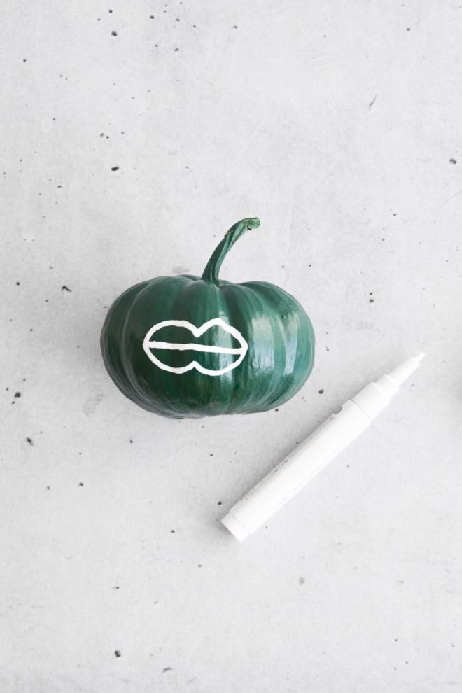 DIY Kürbis bemalen schereleimpapier DIY und Upcycling Blog aus Berlin - kreative Tutorials für DIY Geschenke, DIY Möbel und DIY Deko zum Basteln
