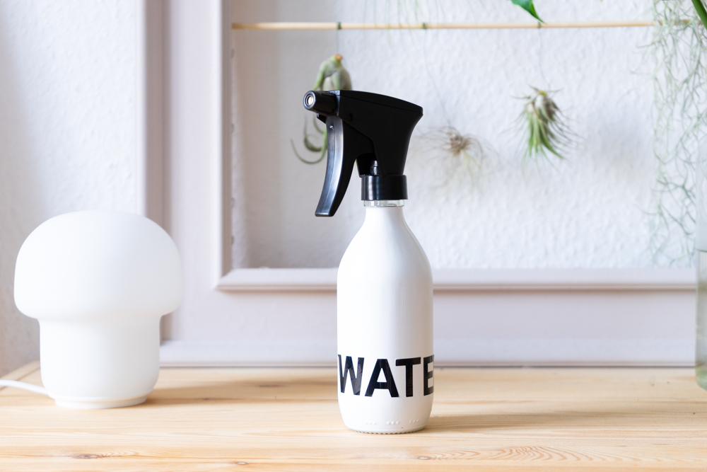 Upcycling with waste glass: DIY plant sprayer from soda bottle