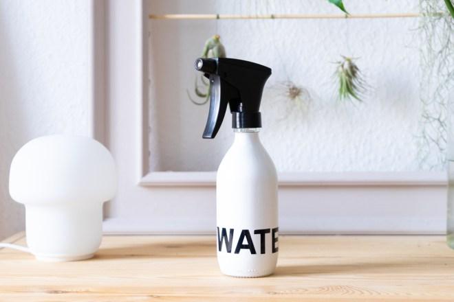Upcycling mit Altglas DIY Pflanzensprüher schereleimpapier kreative Tutorials für DIY Geschenke, DIY Möbel und DIY Deko zum Basteln