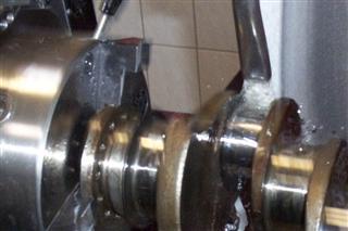 SCHERER Motoren GbR - Kurbelwelle während der Bearbeitung