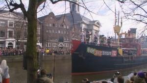 Het college van Maassluis heeft inmiddels informatie ingewonnen bij onder meer Schiedam. De Jeneverstad haalde de landelijke intocht van Sinterklaas in 2009 binnen.