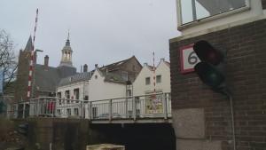 De renovatie van de Ooievaarsbrug in Schiedam is doorgeschoven naar september.