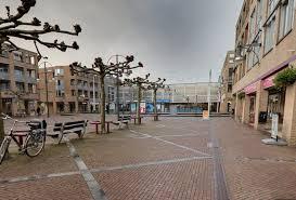 Het Schiedamse winkelcentrum lijkt klandizie te verliezen aan winkelcentrum De Loper in Vlaardingen. Zeker nu men in Vlaardingen concrete plannen heeft voor renovatie van De Loper.