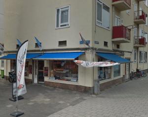 Een roemloos einde dreigt voor de bekende Schiedamse viswinkel op de grens met Rotterdam-West.
