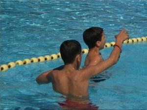 Allochtone jongeren in zwembad